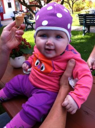 Mia in Fred´s World by Green Cotton und Mütze von Organics for kids